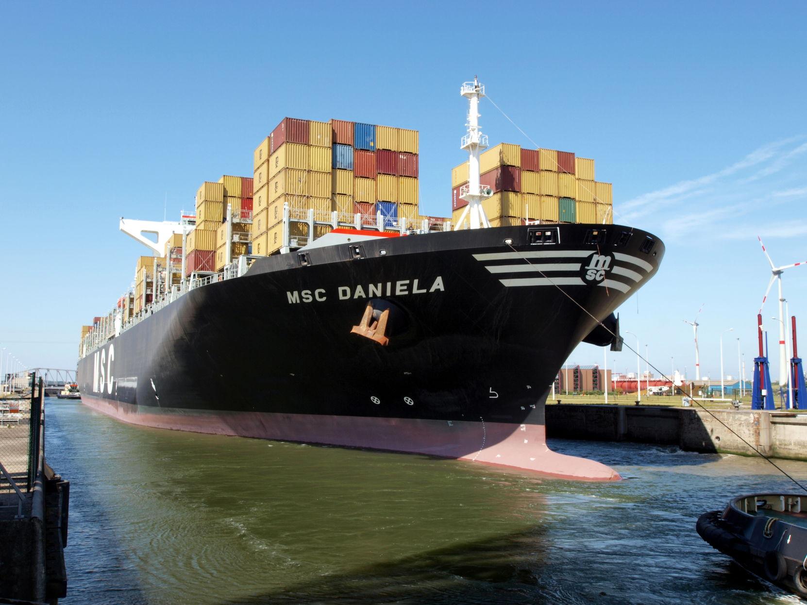 亚博_超年夜型集装箱船可能对扩建后的巴拿马运河组成要挟
